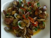 Herzmuscheln in Zwiebel-Tomaten-Knoblauchsauce - Rezept