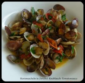 Rezept: Herzmuscheln in Zwiebel-Tomaten-Knoblauchsauce