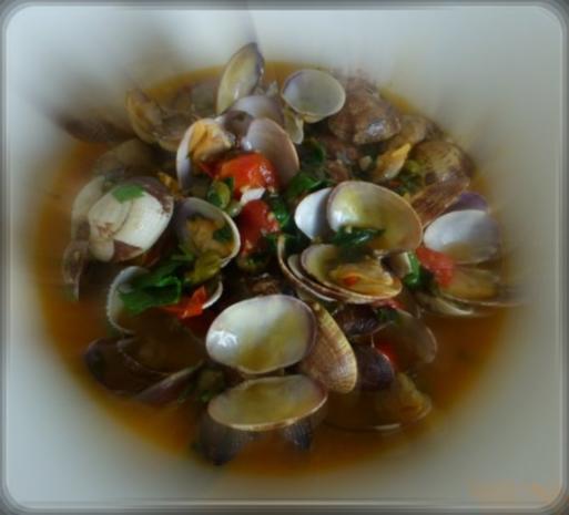 Herzmuscheln in Zwiebel-Tomaten-Knoblauchsauce - Rezept - Bild Nr. 5