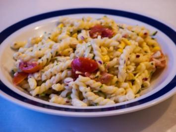 Salat: Italienischer Nudelsalat mit Zucchinistreifen - Rezept