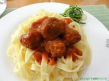 Fleisch:   HACKFLEISCH - BÄLLCHEN in Tomatensauce - Rezept