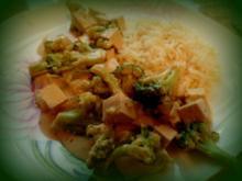 Brokkoli und Tofu mit Erdnuss-Soße; vegetarisches, asiatisches Gemüse-Gericht - Rezept