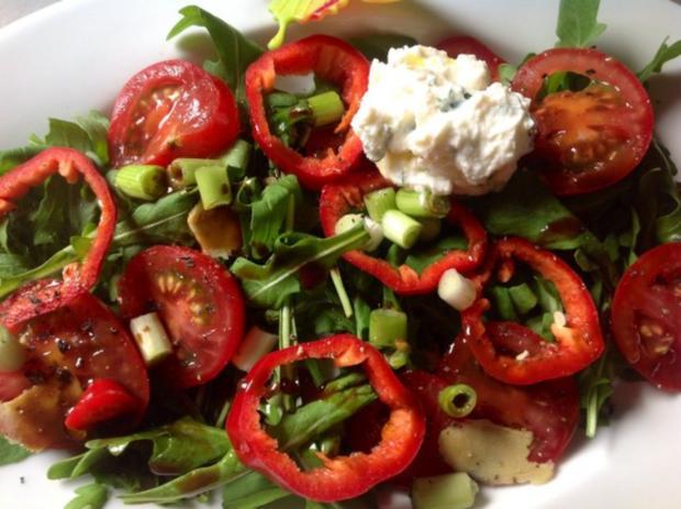salat feta datteln beliebte eezepte f r n tzliche salate. Black Bedroom Furniture Sets. Home Design Ideas