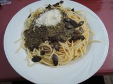 Spaghetti mit Kürbiskernpesto und veganem Parmesan - Rezept
