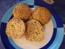 Kürbiskernschrotbrötchen pur und mit Sesamkruste - Rezept