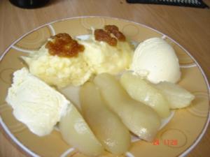 Grießnockerl mit Birnenschnitz und Vanilleeis - Rezept