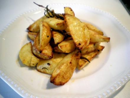 Kartoffel Ecken mit Rosmarin - Rezept