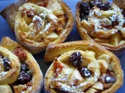 Kleine Kuchen: Hefeschnecken mit Apfel-Feigen-Füllung - Rezept