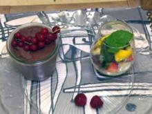 Mousse au Chocolat mit Minzpesto auf Obstsalat (Anna Hofbauer) - Rezept