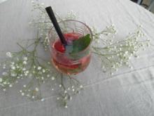 Erfrischende Erdbeerbowle mit Minze - Rezept