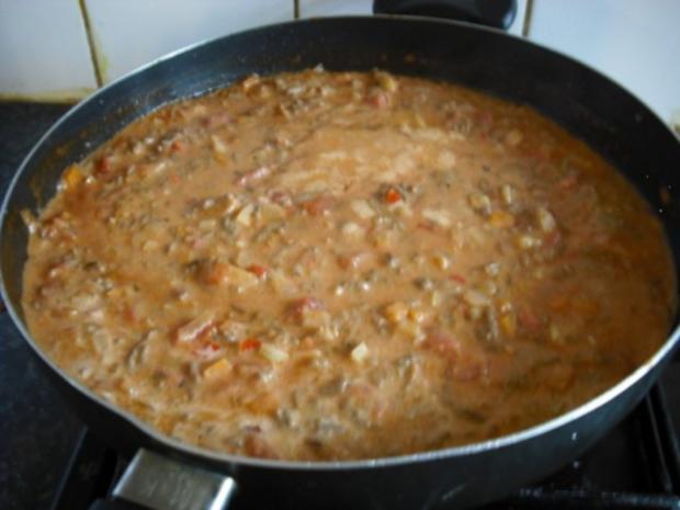 Bunte italienische Nudeln mit pikanter Rinderhacksauce und gemischten Salat - Rezept - Bild Nr. 11