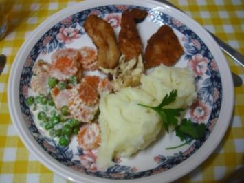Hähnchenchicken mit Erbsen-Möhrenblüten und Käsekartoffelstampf - Rezept