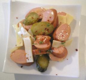 Rezept: Puten Wienerle Wurst Käse Salat