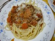 Spaghetti mit asiatischer Bolognese und gemischten Salat - Rezept