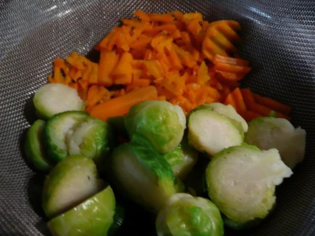 Rosenkohl  - Karotten - Pfanne mit Tricolore Nudeln. - Rezept - Bild Nr. 3