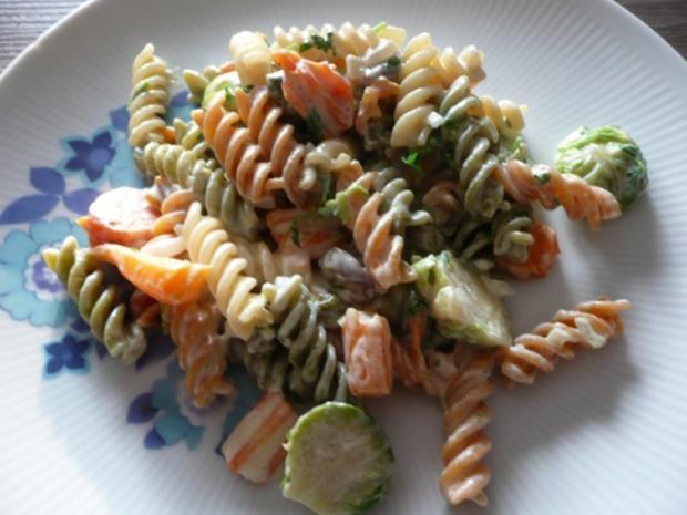 Rosenkohl  - Karotten - Pfanne mit Tricolore Nudeln. - Rezept