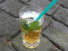 Holunder Radler on the rocks mit Minze und Limetten (Aperitif) - Rezept