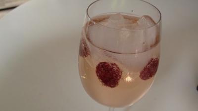 Weincocktail mit Wild Berry - Rezept