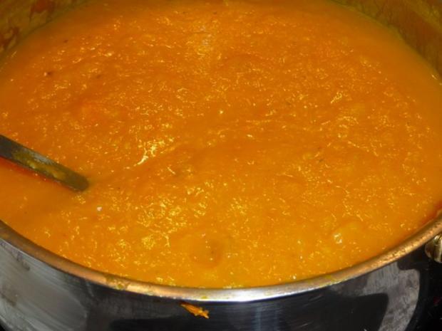 Kürbissuppe mit gerösteten Zwiebeln und Hähnchenspießchen - Rezept - Bild Nr. 5