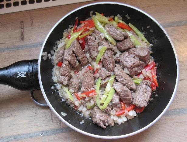 Eintopf mit Fleisch,- Wurst-, Champignons-, Reis und Paprika - Rezept - Bild Nr. 298