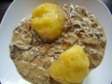 Kartoffel-Kürbis-Klöße mit Steinpilzragout - Rezept