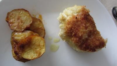 Hühnchen Kiew Art mit Ofenkartoffeln - Rezept