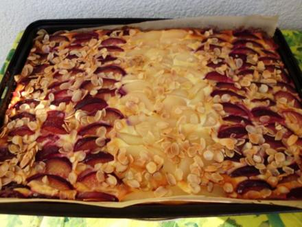 Käsekuchen vom Blech mit Pflaumen und Birnen - Rezept