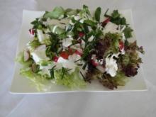 Frische bergische Salatplatte mit einem deftigen Schmand-Dressing - Rezept
