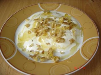 Griechischer Joghut mit Honig und Walnüssen - Rezept