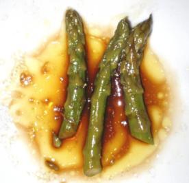 Spargel Salat mit Soja-Chili-Essig-Öl Dressing - Rezept