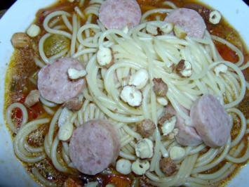 Spaghetti mit Chili-Zucchinisauce und Haselnüssen - Rezept
