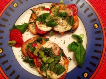 Crostini mit Tomaten und Mozzarella - Rezept