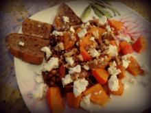 Kürbis-Linsen-Salat mit Ziegenkäse und karamellisierten Walnüssen - Rezept