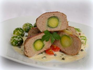 Frikadellen mit Rosenkohl-Käse Füllung an Weißweinsauce - Rezept