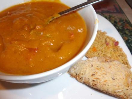 Suppe: Kürbiscremesuppe mit Tomate und Speck - Rezept