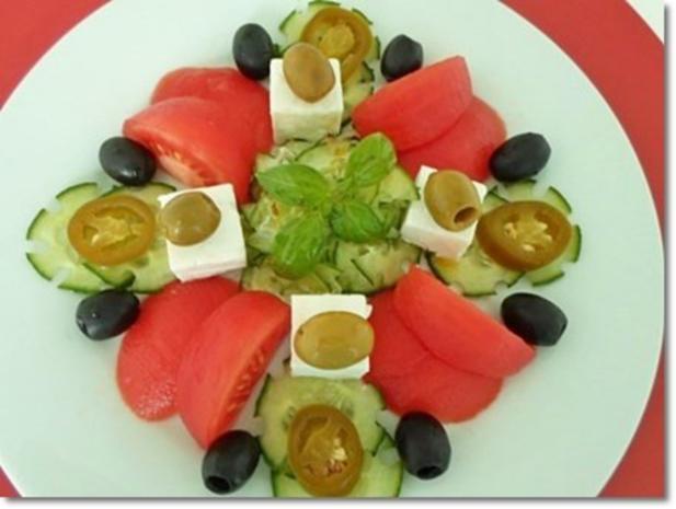 Schafskäse Salat mit Italienischer Kräuter- Vinaigrette nappiert. - Rezept - Bild Nr. 2