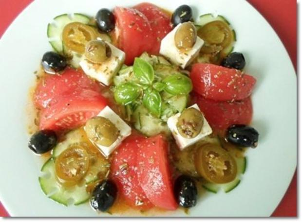 Schafskäse Salat mit Italienischer Kräuter- Vinaigrette nappiert. - Rezept - Bild Nr. 3