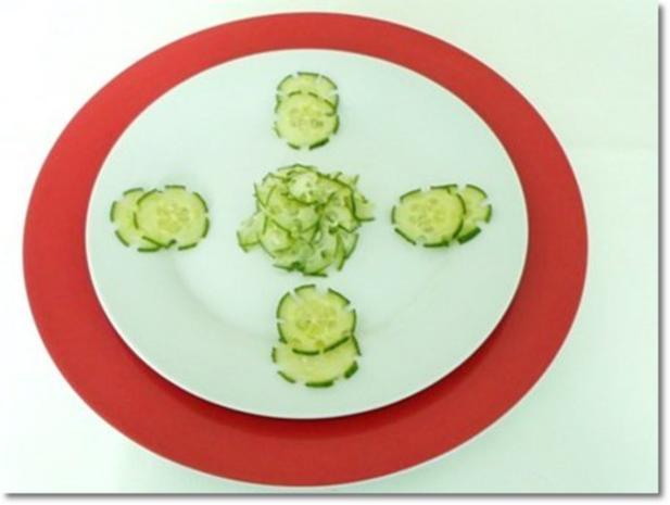 Schafskäse Salat mit Italienischer Kräuter- Vinaigrette nappiert. - Rezept - Bild Nr. 17