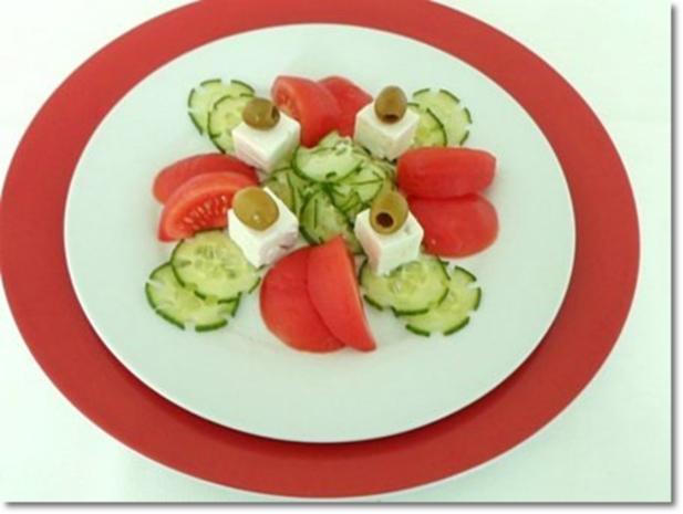 Schafskäse Salat mit Italienischer Kräuter- Vinaigrette nappiert. - Rezept - Bild Nr. 20