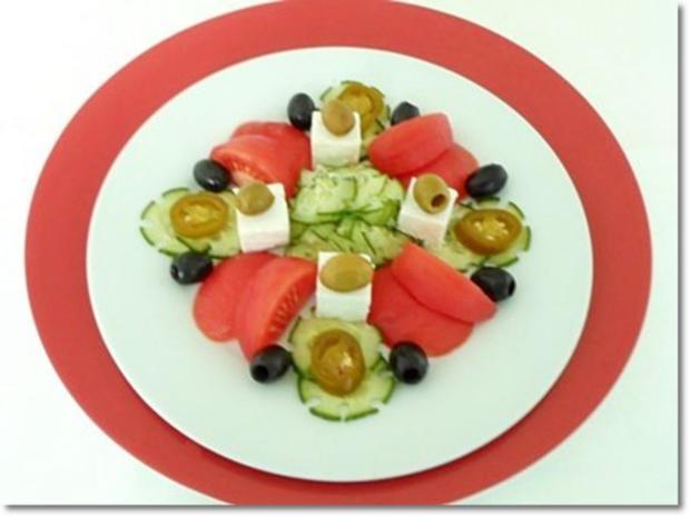 Schafskäse Salat mit Italienischer Kräuter- Vinaigrette nappiert. - Rezept - Bild Nr. 21