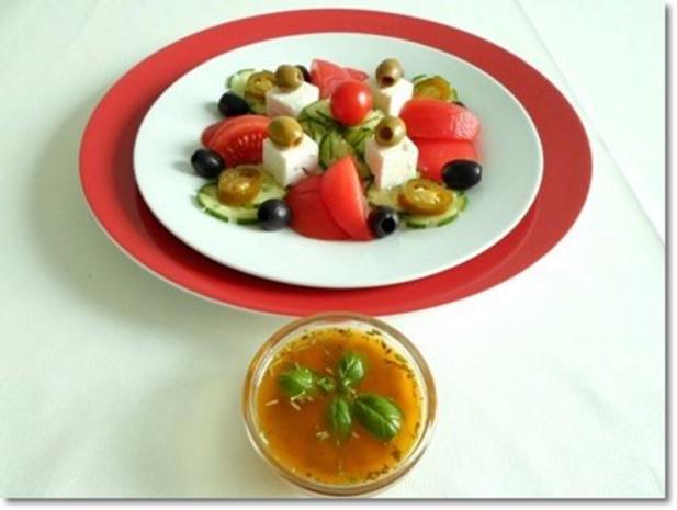 Schafskäse Salat mit Italienischer Kräuter- Vinaigrette nappiert. - Rezept - Bild Nr. 23
