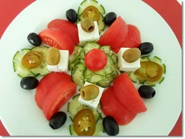 Schafskäse Salat mit Italienischer Kräuter- Vinaigrette nappiert. - Rezept - Bild Nr. 24