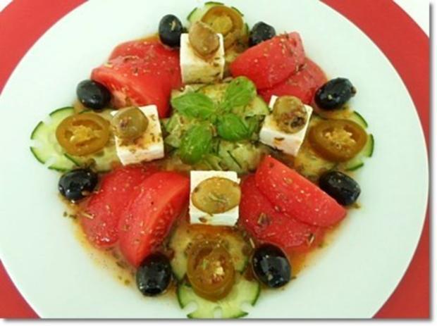 Schafskäse Salat mit Italienischer Kräuter- Vinaigrette nappiert. - Rezept - Bild Nr. 25