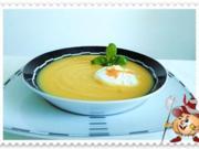 Herbstliche Gemüsecremesuppe mit pochiertem Ei - Rezept
