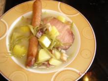 Schnippelbohnensuppe mit Geräuchertem - Rezept