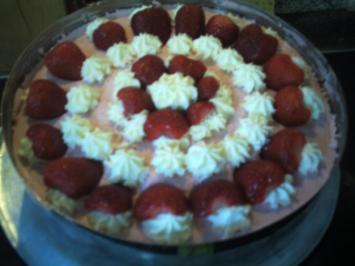Rezept: Erdbeere-Quark-Sahne-Torte