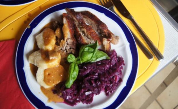 Knusperente mit Gourmet-Rotkohl à la Papa, tschechischen Knödel nach Ivanka - Rezept - Bild Nr. 9