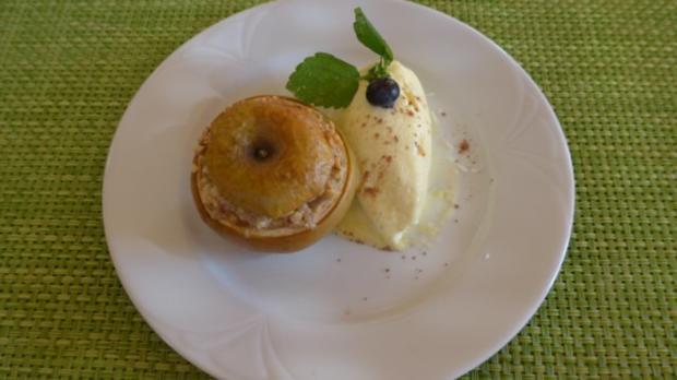 Dessert : Bratapfel mit Nüssen gefüllt an Budwig-Quark-Vanilie-Eis - Rezept - Bild Nr. 2