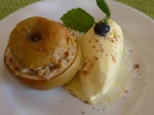 Dessert : Bratapfel mit Nüssen gefüllt an Budwig-Quark-Vanilie-Eis - Rezept