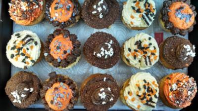 Vanille Cupcakes   /   Buttercreme - Rezept